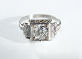 Platinum Art Deco flanked diamond solitaire