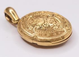 18kt Gold Victorian Locket