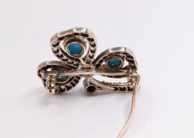 Turquoise trefoil