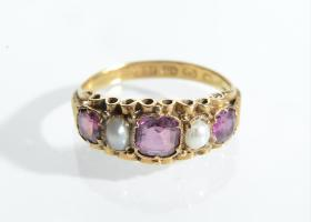 22kt yellow gold garnet and pearl five stone ring
