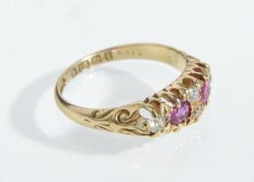 Antique diamond and ruby band in 18kt yellow gold