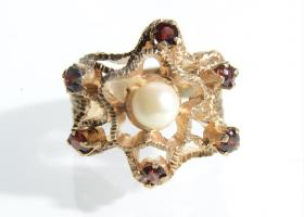 Pearl and garnet openwork cluster ring in 9kt gold