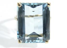 21.06ct aquamarine solitaire ring in 18kt yellow gold