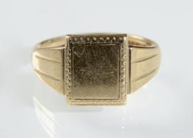 Vintage 9kt yellow gold rectangular signet ring