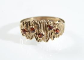 Vintage five stone garnet and 9kt yellow gold dress ring