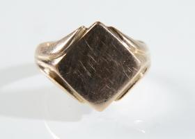 Vintage diamond shape signet ring in 9kt rose gold