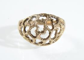 Vintage 9kt textured yellow gold openwork bombé ring