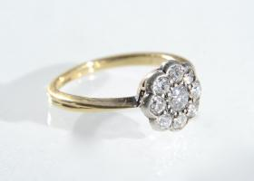 Sweet 1930s diamond daisy cluster ring in 18kt gold