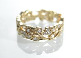 18kt yellow gold and diamond openwork foliate design eternity ring