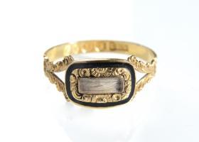 Georgian 18kt yellow gold and black enamel mourning ring