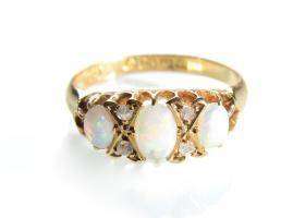 Edwardian 18kt yellow gold opal and diamond three stone ring