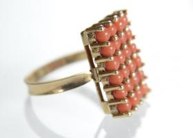 Retro coral bead rectangular cluster ring in 18kt gold