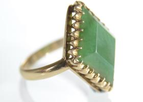 1940s 18kt yellow gold and jade dress ring