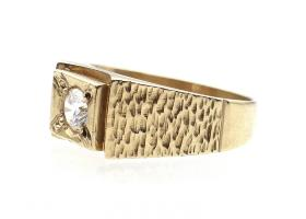 Contemporary 8kt yellow gold and Cubic Zirconia dress ring