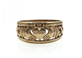 Vintage openwork Claddagh ring in yellow gold