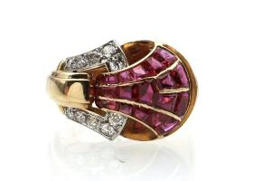 French 1940s ruby and diamond cocktail ring in 18kt yellow gold
