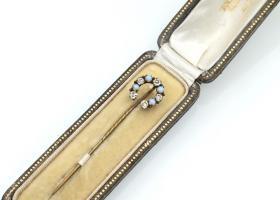 Vintage costume gemset horseshoe stick pin