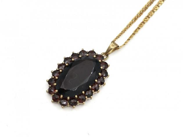 German 8kt yellow gold garnet cluster pendant and chain
