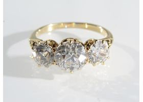 Victorian diamond three stone ring in 18kt yellow gold