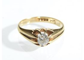 Antique diamond solitaire signet ring in 18kt yellow gold