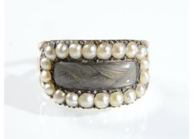 Late Georgian natural pearl and hair memorial ring in gold