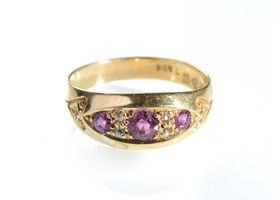 Antique ruby and diamond band ring in 18kt yellow gold