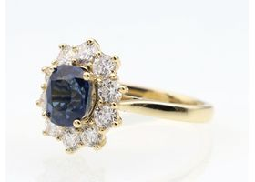 Impressive sapphire and diamond coronet cluster ring in 18kt yellow gold