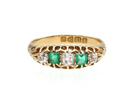 Antique diamond and emerald five stone ring in 18kt yellow gold