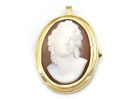 Vintage shell cameo pendant/brooch in 18kt yellow gold