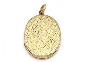 Victorian 15kt yellow gold locket with engraved outer