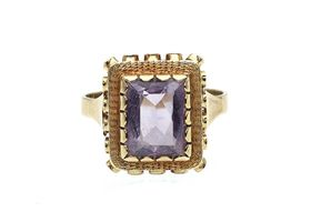Vintage amethyst dress ring in 14kt yellow gold