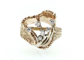Mod 14kt yellow gold textured cocktail ring set with diamonds