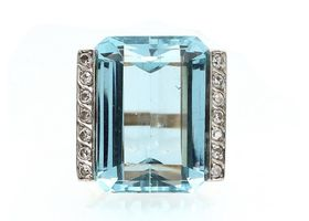 1920s aquamarine and diamond cocktail ring in yellow gold