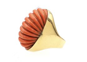 1940s ribbed coral and 18kt yellow gold cocktail ring
