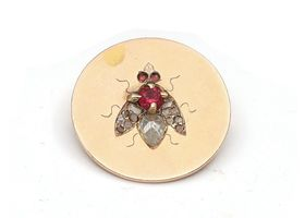 1906 fly disk brooch in 18kt yellow gold