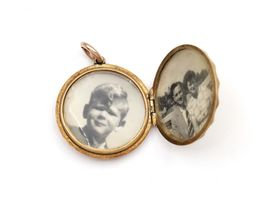 Vintage circular locket in 9kt yellow gold