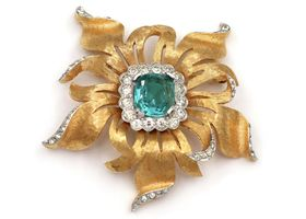 Retro costume brooch set with paste