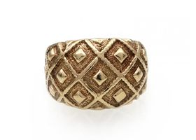 1967 chunky crosshatch bombe ring in 9kt yellow gold